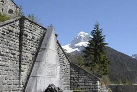 juliana_trail_nw_predel_monument_mangart